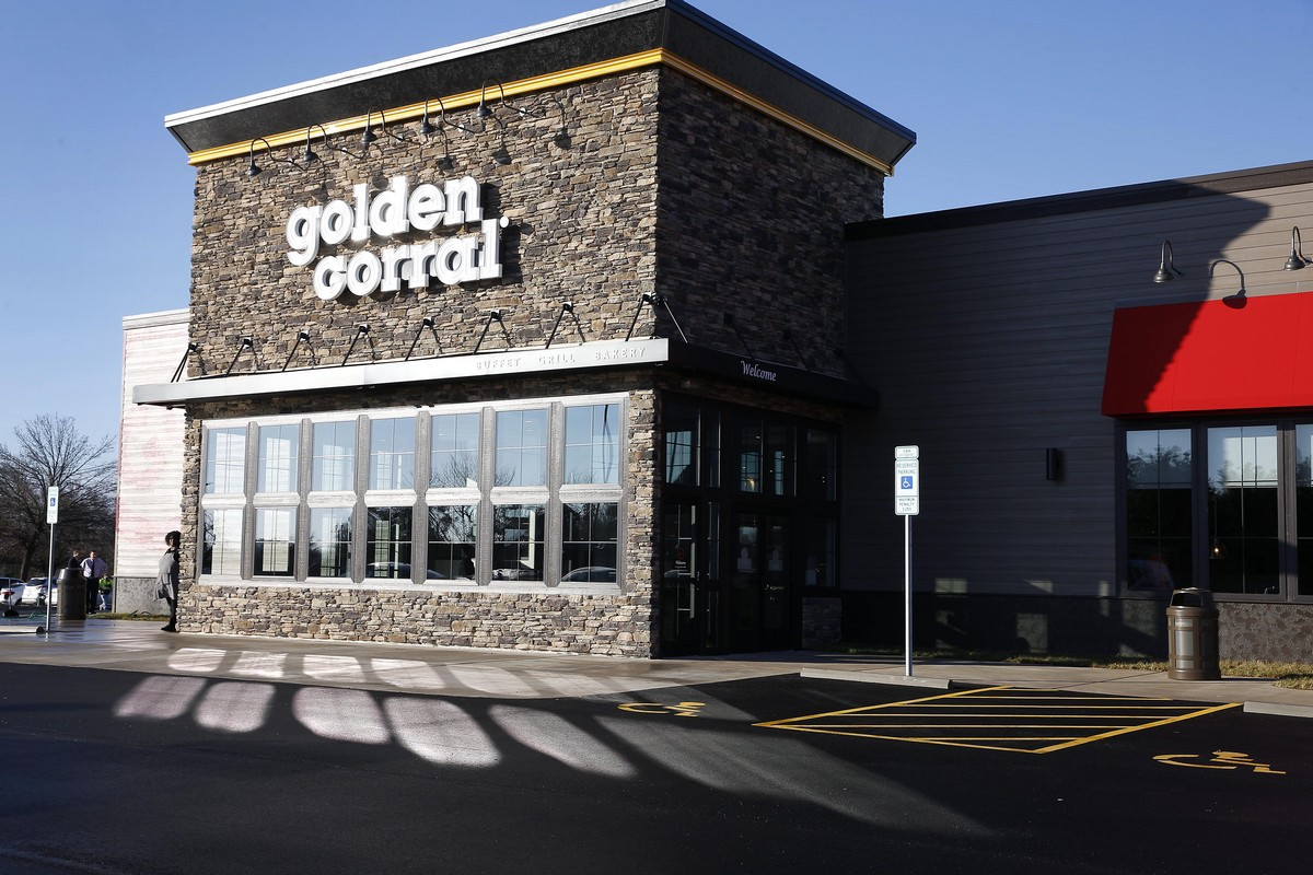 Golden Corral - Exterior